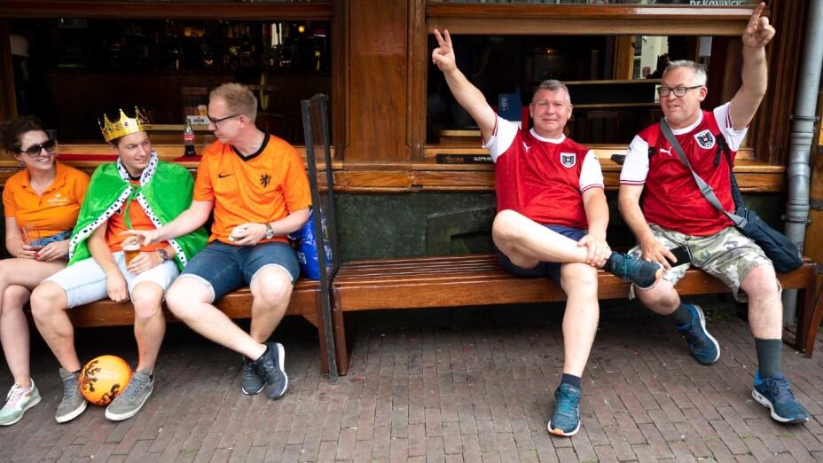 Aficionados de Holanda y Austria