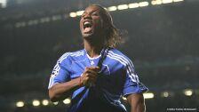 Drogba celebra un gol con el Chelsea