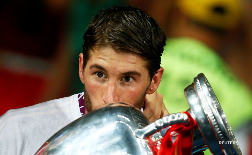 Sergio Ramos besando la Copa