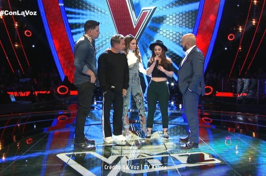 Los coaches entendieron los nervios de Andrea al cantar en el escenario de La Voz y le mostraron su apoyo.