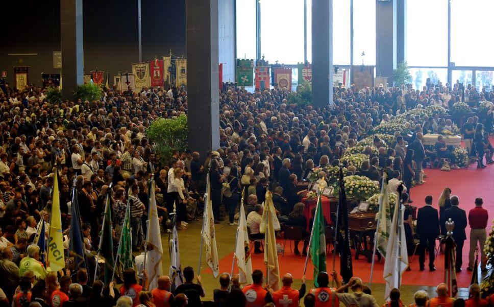 funeral italia victimas4