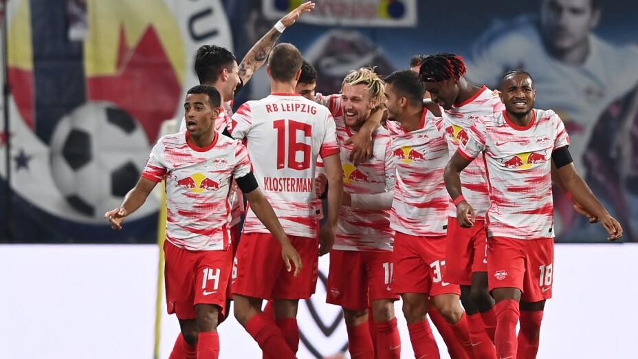 Jugadores del Leipzig celebran en la Bundesliga