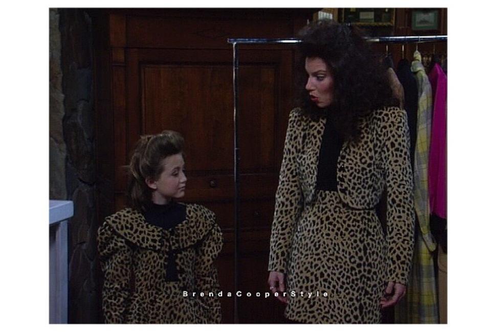 Los diseños en telas de leopardo eran comunes, e incluso Brenda Cooper en ocasiones confeccionaba prendas similares a las de otros diseñadores, como este bolero de Todd Oldham.
