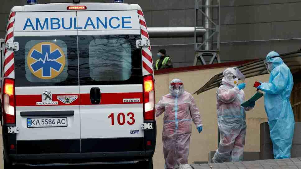 Diez personas mueren en incendio hospital de COVID-19