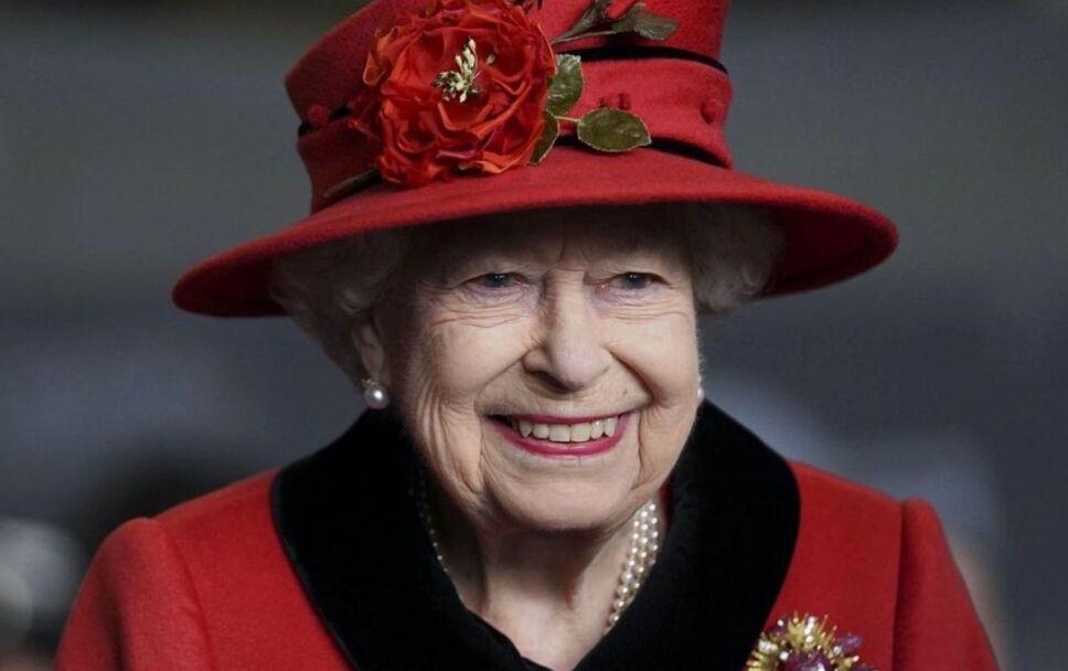 cuanto dinero cobra la reina isabel ii y la familia real