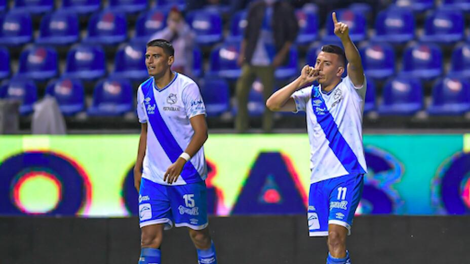 Puebla triunfa ante Gallos .jpg