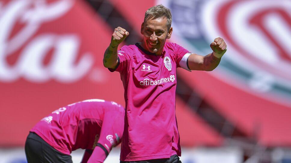 Sambueza festeja su gol ante Xolos