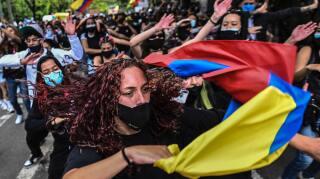 manifestantes que esta pasando en colombia
