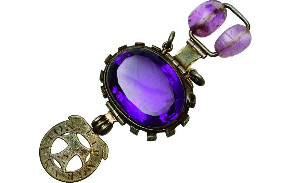 estas joyas tienen historias oscuras