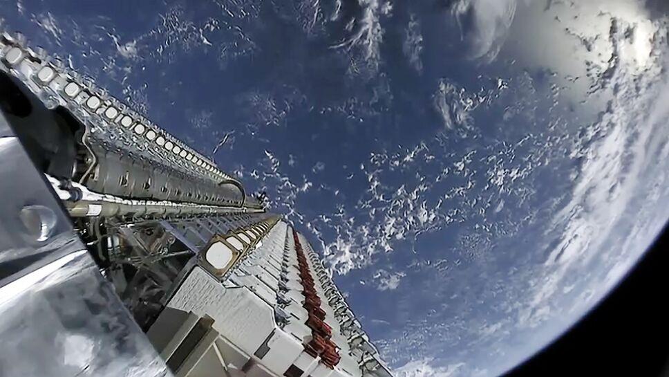 Satélites Starlink, ubicación, dispositivos, Tierra a.jpg