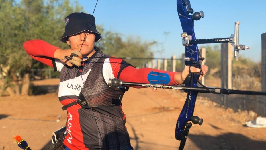 Alejandra Valencia en una practica de Tiro con Arco