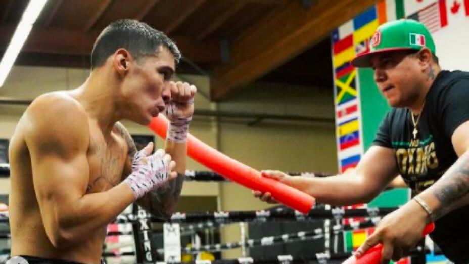 Oscar Valdez boxeador campeon superpluma CMB