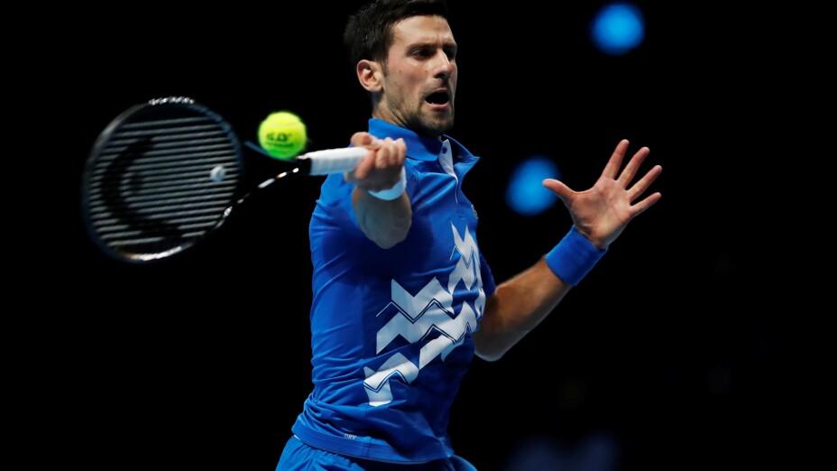 Novak Djokovic vence a Alexander Zverev y se mete a las semifinales del ATP Finals