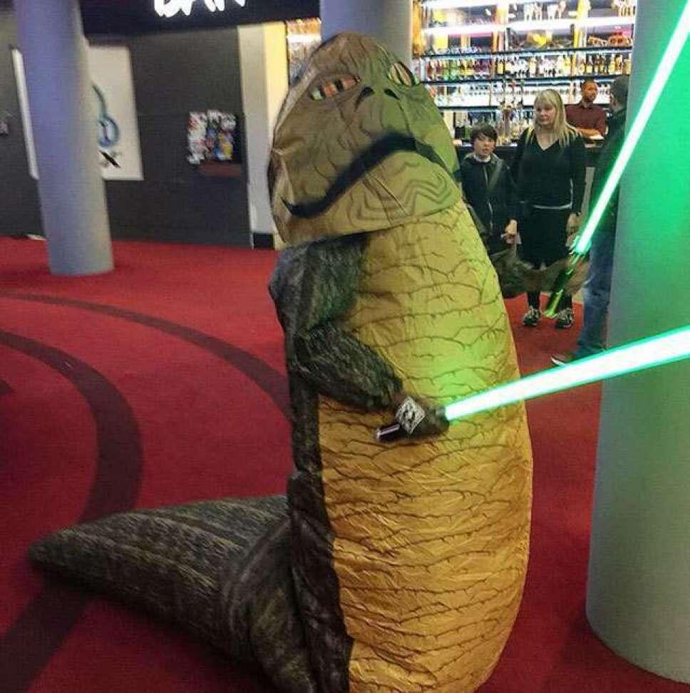 Cara Delevingne vestida como Jabba The Hut
