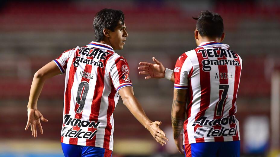 Chivas rescata el empate ante Querétaro con goles de Ponce y Macías