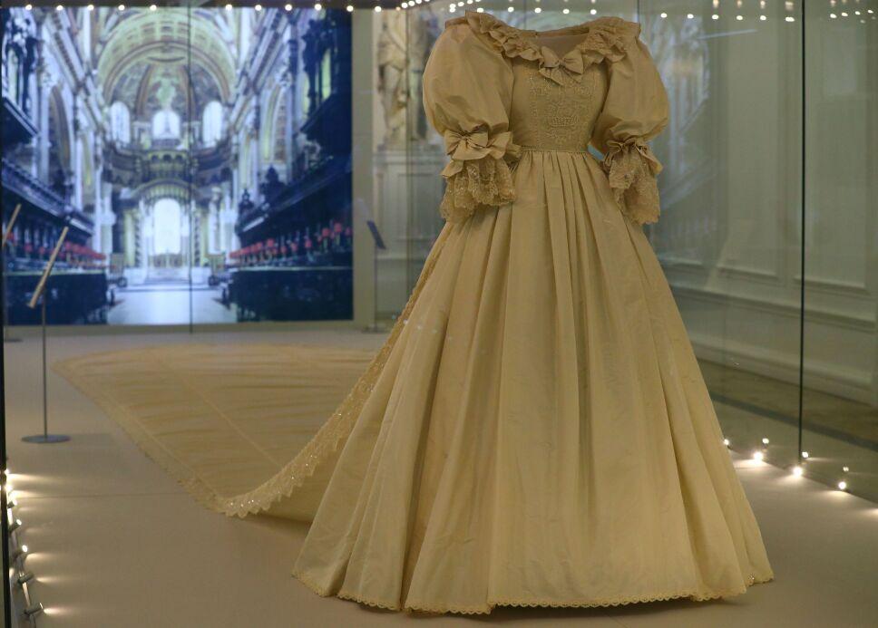 En Londres exhiben vestido de Lady Di.