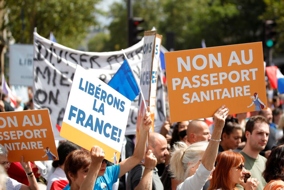 Francia exige libertad y el cese de restricciones por COVID.