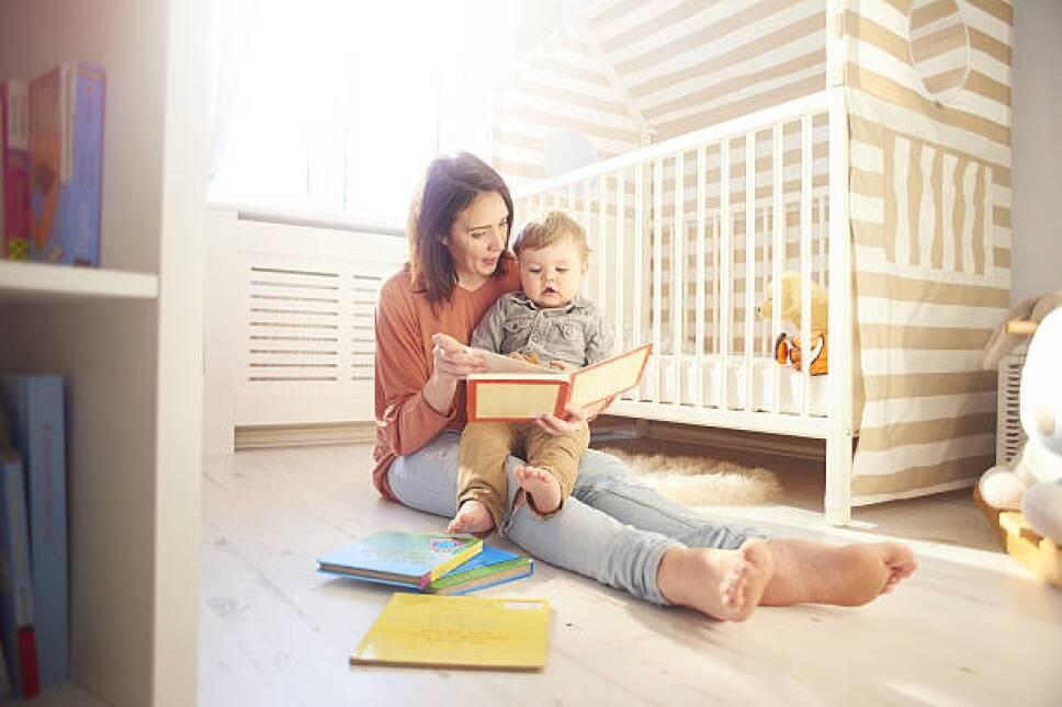 madre e hijo leyendo .jpg
