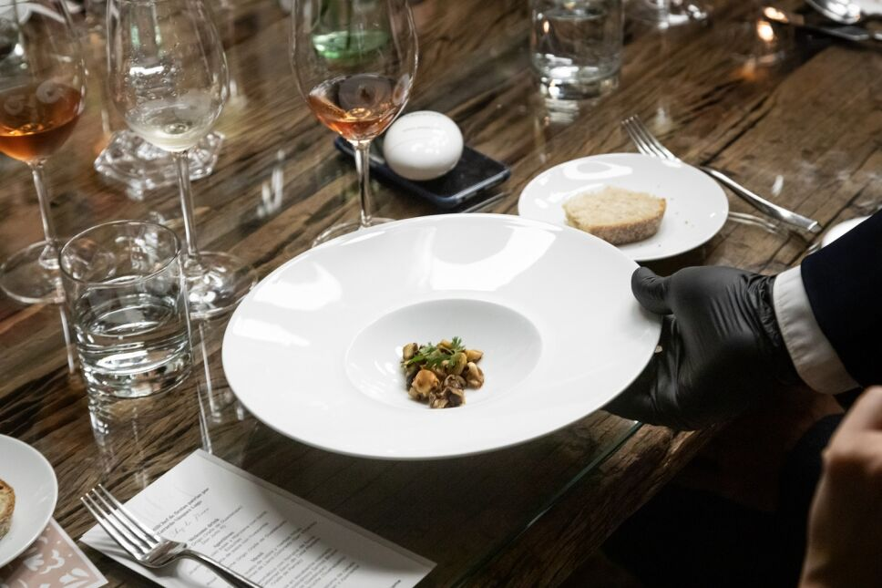 MG SErvicio Impecable en mesa (2).jpg