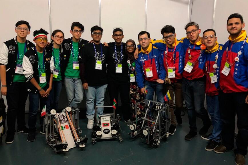 México y Venezuela, hacen gran equipo en el día 1 del Mundial de Robótica