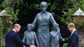 William y Harry develan estatua de la princesa Diana por su cumpleaños 60