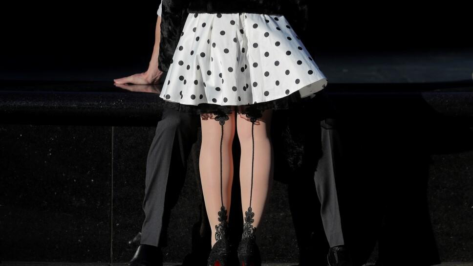 FOTO DE ARCHIVO. Una pareja se abraza en las calles de Nueva York, EEUU.