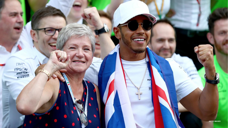 Carmen Larbalestier y Lewis Hamilton