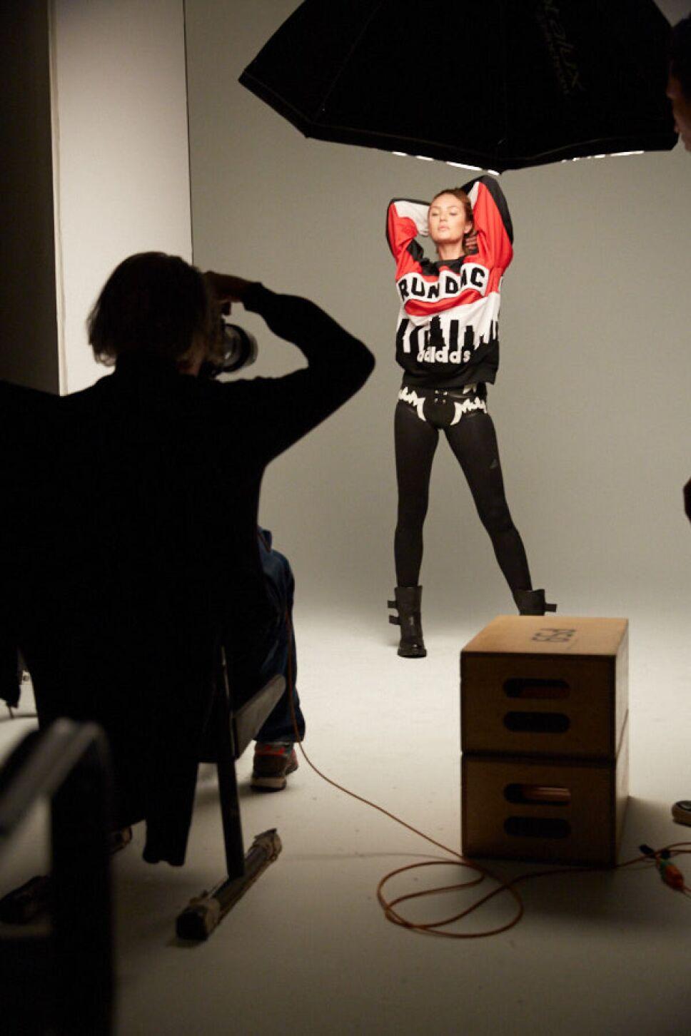 Garage Magazine súpermodelos se convierten en superheroínas