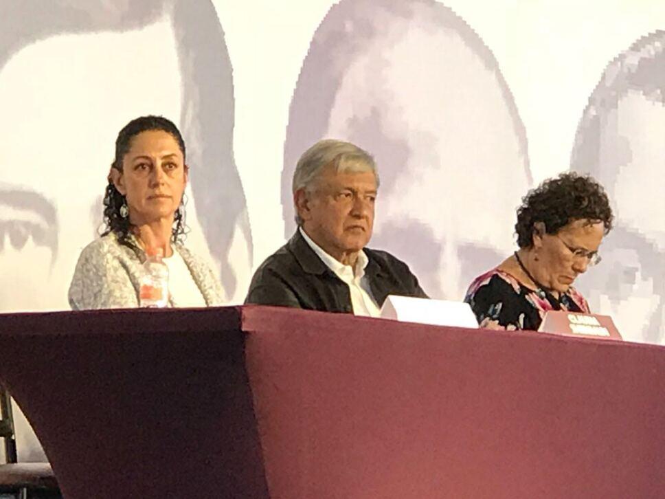 Presidente electo AMLO acude a Congreso Nacional de Morena