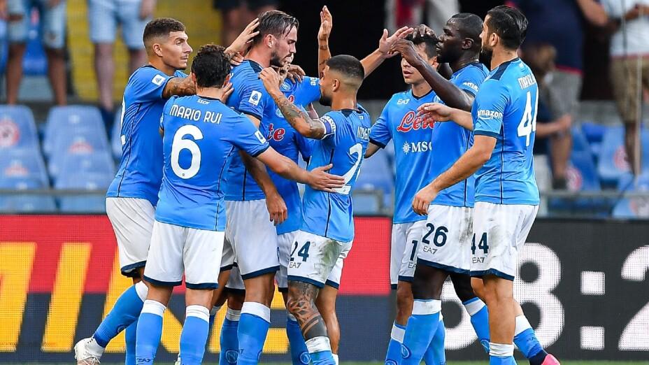 Jugadores del Napoli celebran un gol
