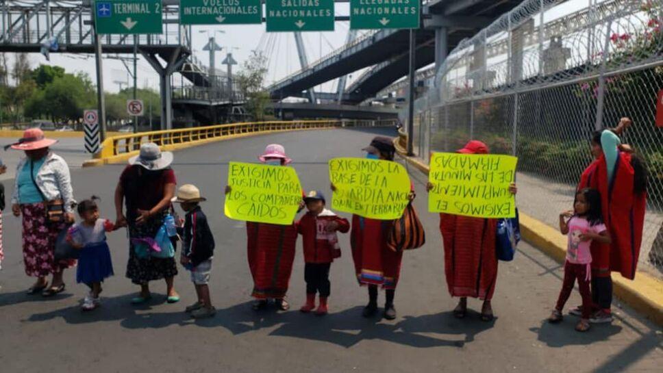 Desplazados triquis bloquean Circuito Interior por dos horas