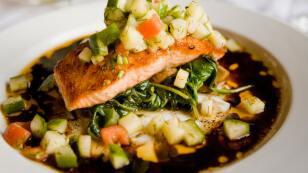 Salmón con verduras y soya