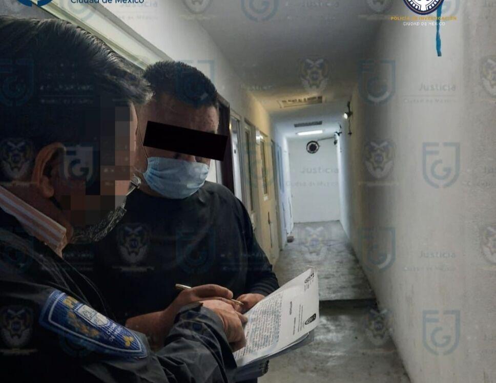 Agente detenido