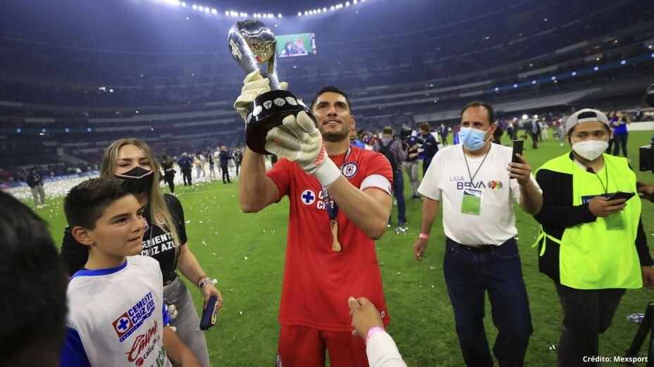 18 Jesús Corona campeón liga mx cruz azul 2021.jpg