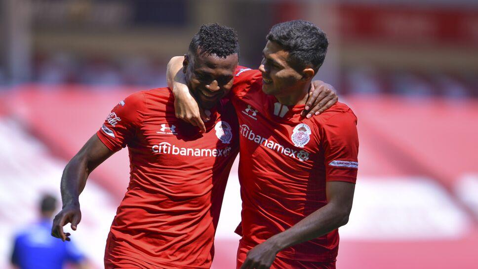 Toluca festeja el primer gol ante León