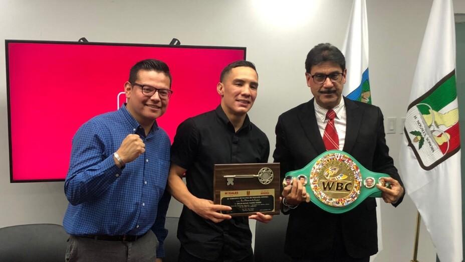 Óscar Valdez recibe las llaves de la ciudad