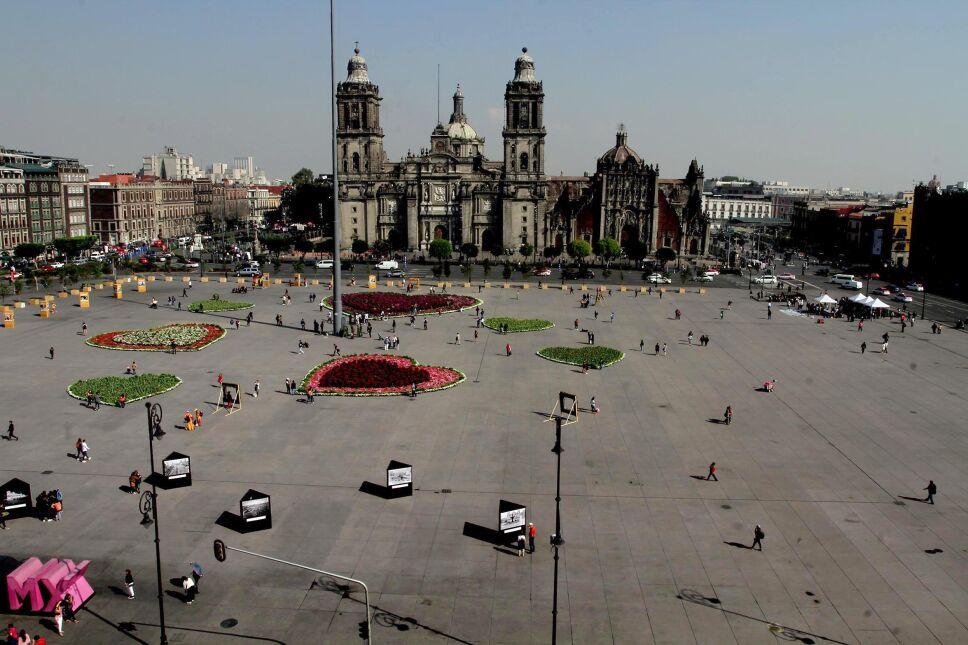 Zócalo de la Ciudad de México con flores