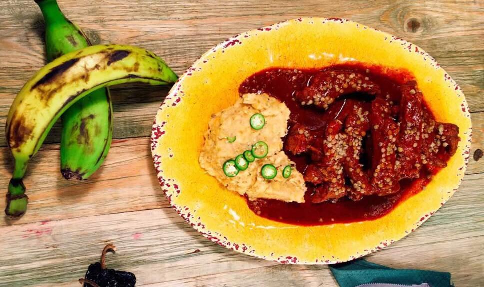Receta Costillas de cerdo con lenteja y plátanos machucados Cocineros Mexicanos