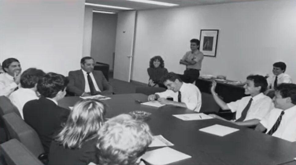 William Rodríguez en una reunión