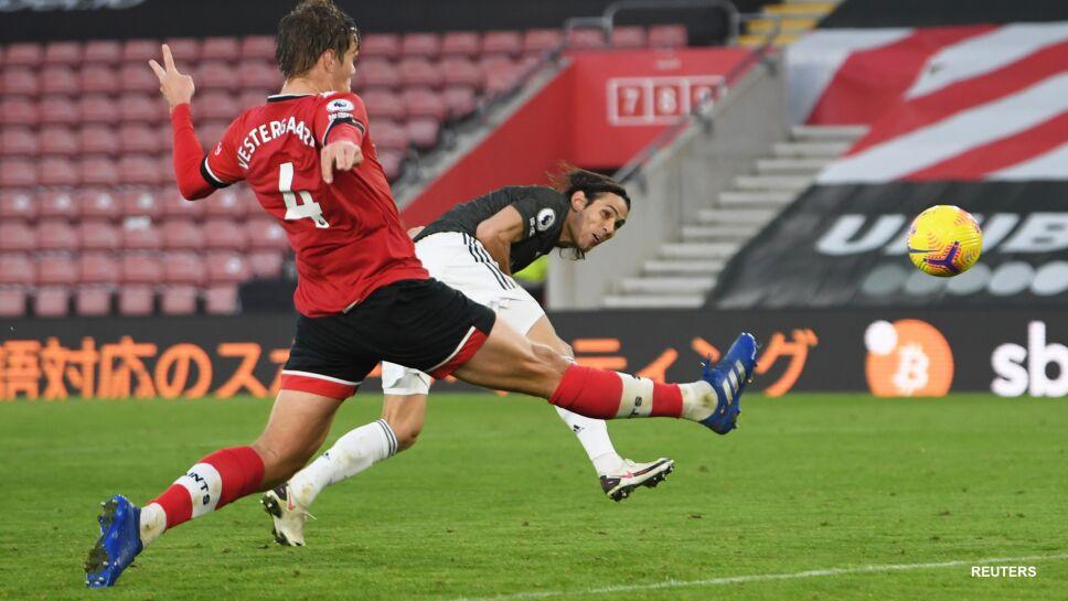 Edinson Cavani anota su segundo gol