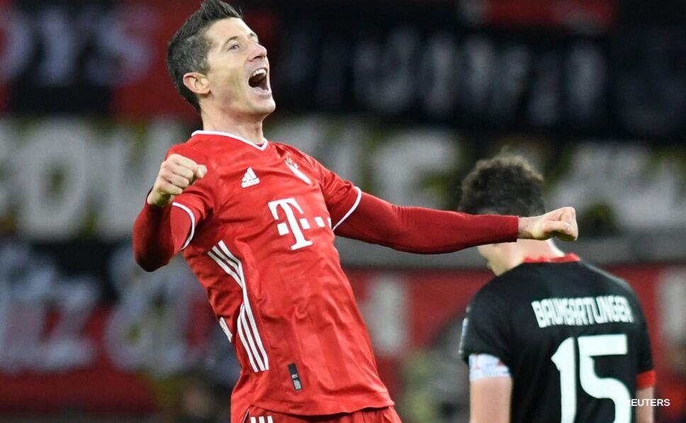 Robert Lewandowski festeja el gol del triunfo