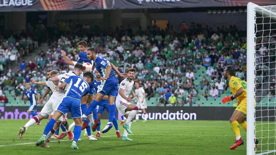 Guardado participa en triunfo del Betis en la Europa League.png