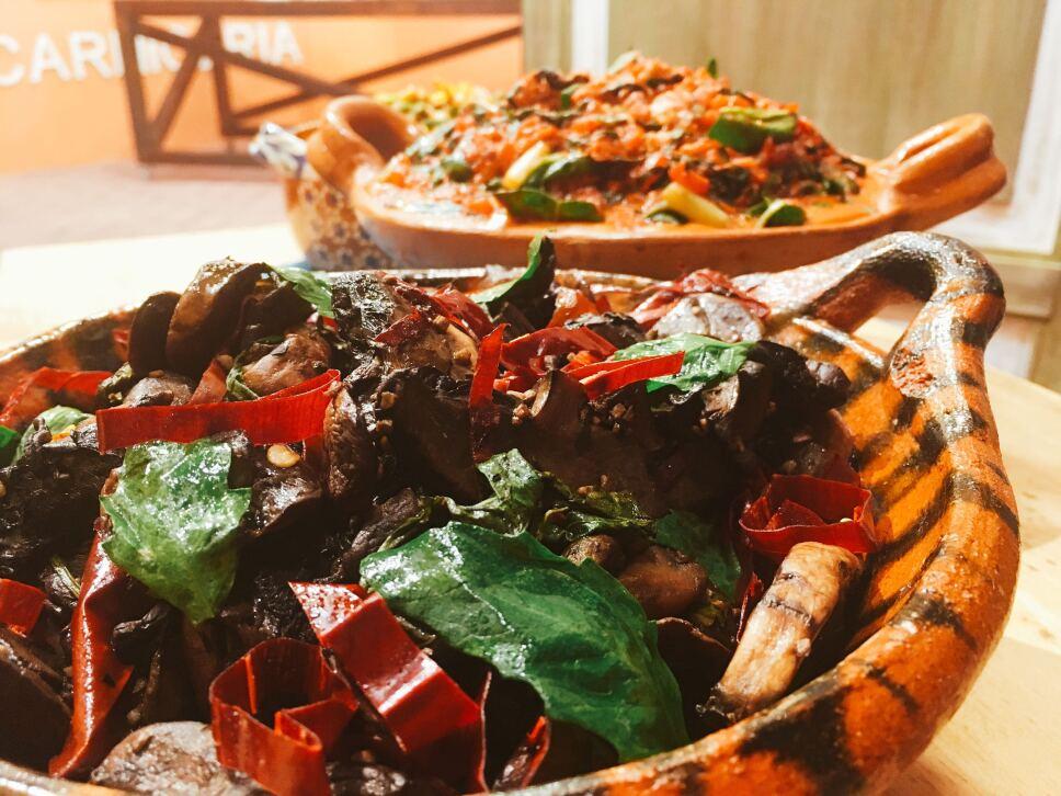 Hongos con guajillo y epazote, Cocineros Mexicanos
