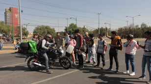 Estudiantes de CCH Sur y Oriente se manifiestan en CU