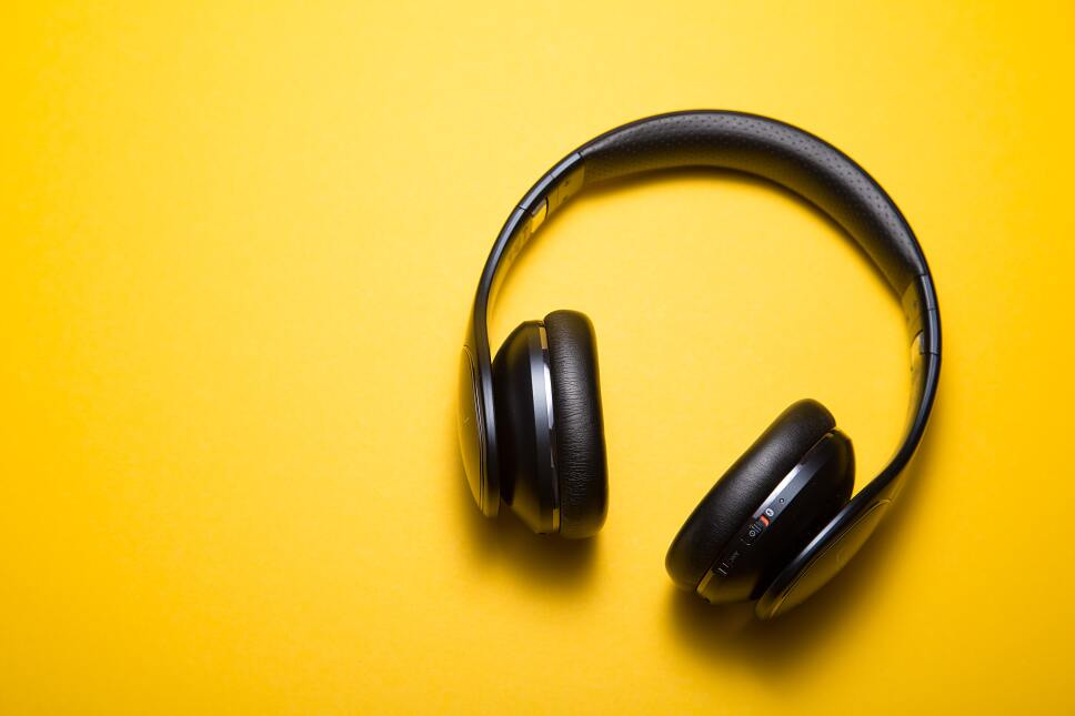 5 podcasts que necesitas escuchar para sentirte bien