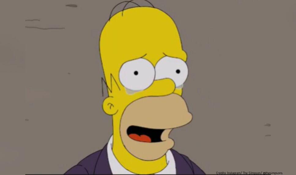 Una mujer se hizo un desastroso tatuaje de Homero Simpson y se vuelve viral en las redes sociales.