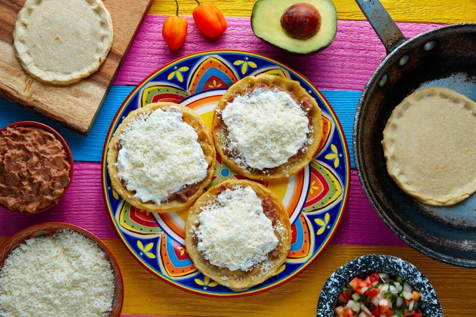 Prepara la versión fit de tus 3 antojitos mexicanos favoritos con estas recetas