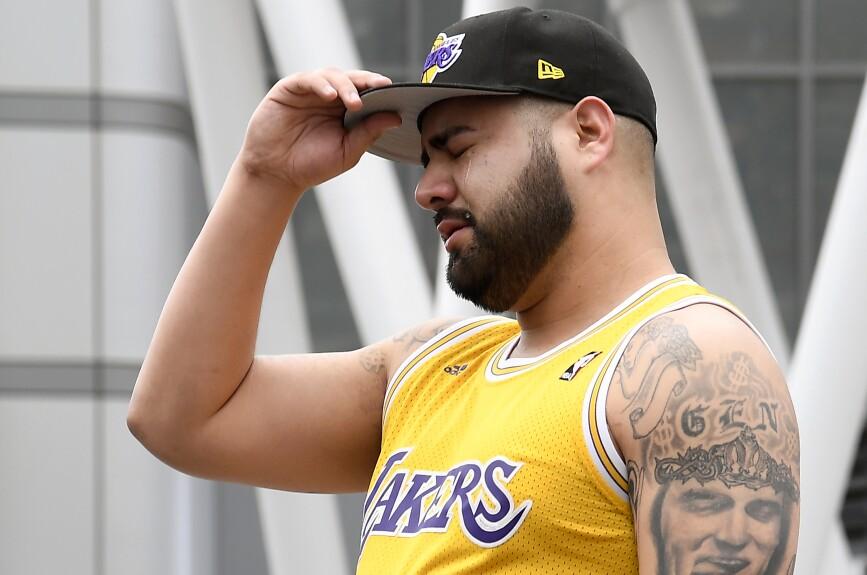 Algunos aficionados ya se dan cita a las afueras del Staples Center para despedirse de Kobe Bryant.