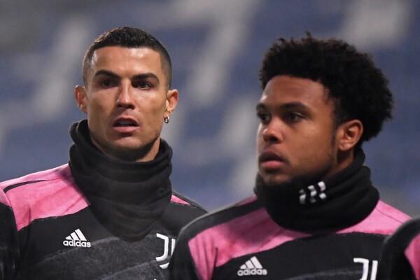 Weston McKennie y Cristiano Ronaldo con Juventus