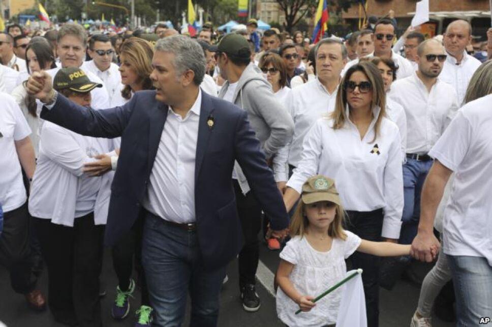 Colombianos en las calles para condenar violencia
